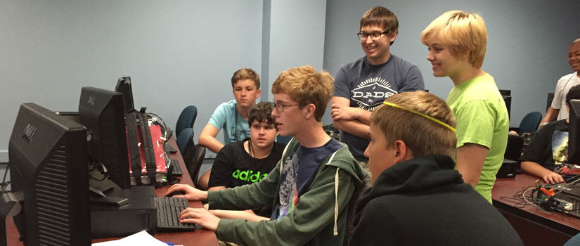 students work together in a gaming lab