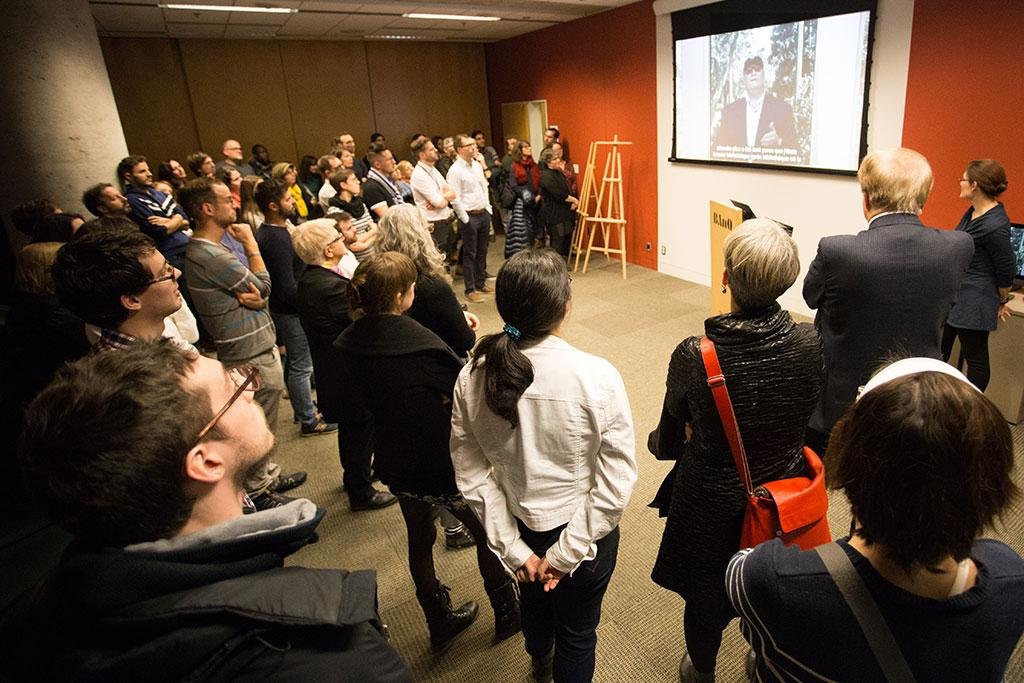 """Expect More"" book launch. David Lankes is present on the screen. Photo by Lëa-Kim Châteauneuf."