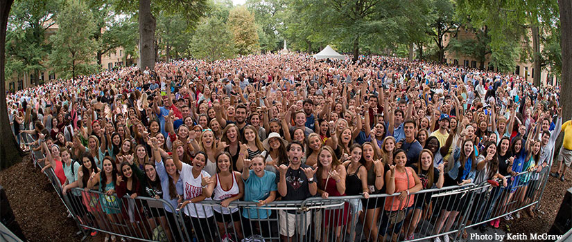 Students gathered on the Horseshoe for a performance by J-school alumni Darius Rucker and Mark Bryan.