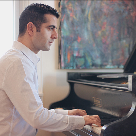 Armen Shaomian playing the piano.