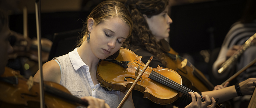 Student of violin in rehearsal