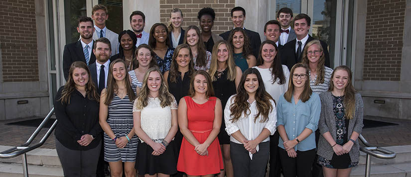 Bachelor's of science in Athletic Training Cohort of 2020 posing