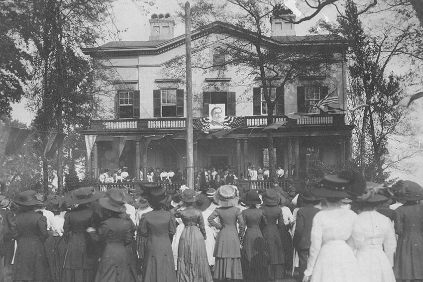 President William Taft addresses a crowd from the original UofSC President's house in 1907.