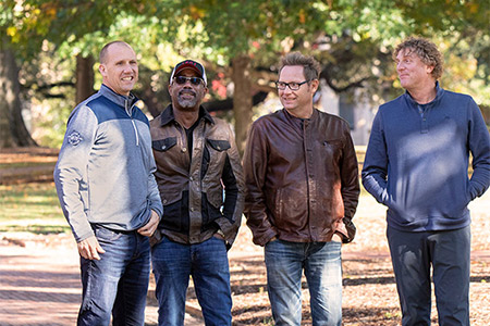 Hootie & the Blowfish band memebers on the horseshoe